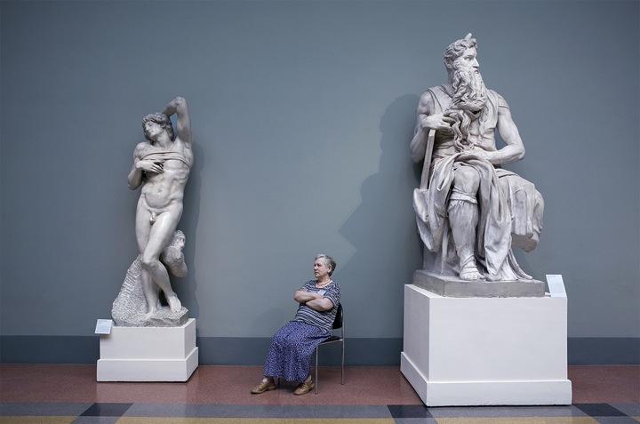 """Una de las fotografías de la serie """"guardianes de museos"""""""